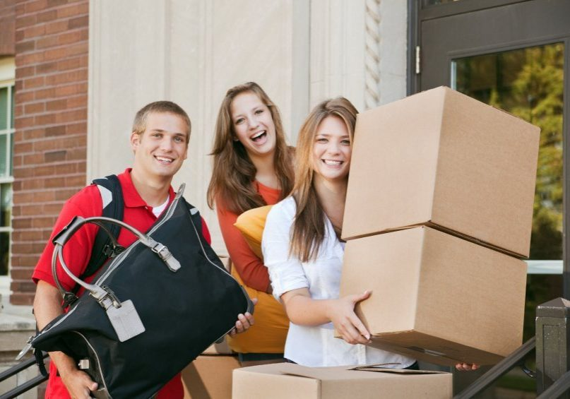 moving-college-students